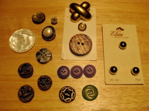 "1950s collector ""accent"" buttons: Mother-of-Pearl, pottery, wood, brass, etc."